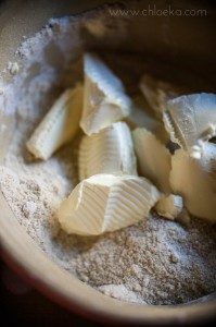 chloeka- crumble sucré aux 3 farines sans gluten- août 2014