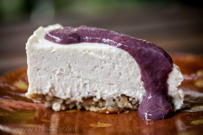 chloeka-gâteau cru noix de coco citron et son coulis de mûres- août 2014-11
